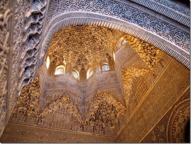 Свод одной из башен Альгамбры